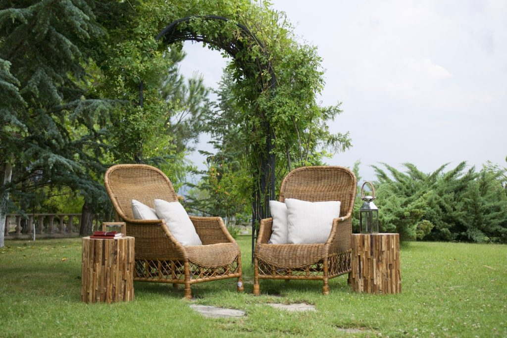 Pick traditional wooden furniture