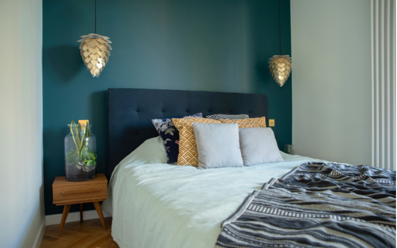 Navy, Blonde And Hunter Green Bedroom Color